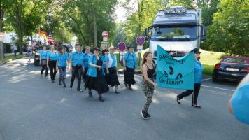 Line Dance Gruppe beim Volksfestumzug