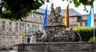 Der Markgrafenbunnen vor dem Neuen Schloss - auch hier sind Bayreuther Geheimnisse zu finden.