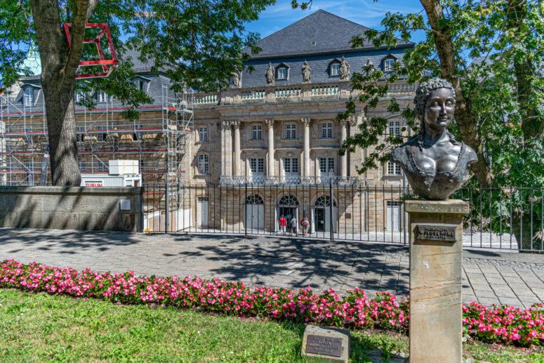 Selfie-Spot vor dem UNESCO-Welterbe Markgräfliches Opernhaus