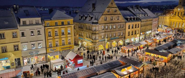 Bild von oben vom Bayreuther Christkindlesmarkt