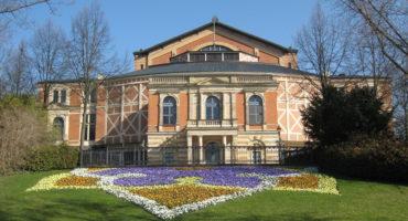 Festspielhaus im Frühling