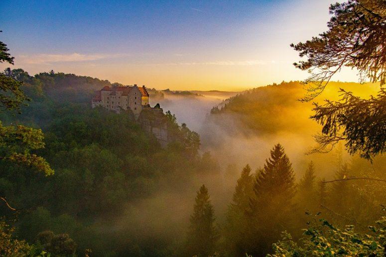 Ausblick zur Burg Rabenstein