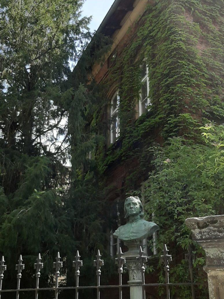 Statue vor dem Franz-Liszt Museum